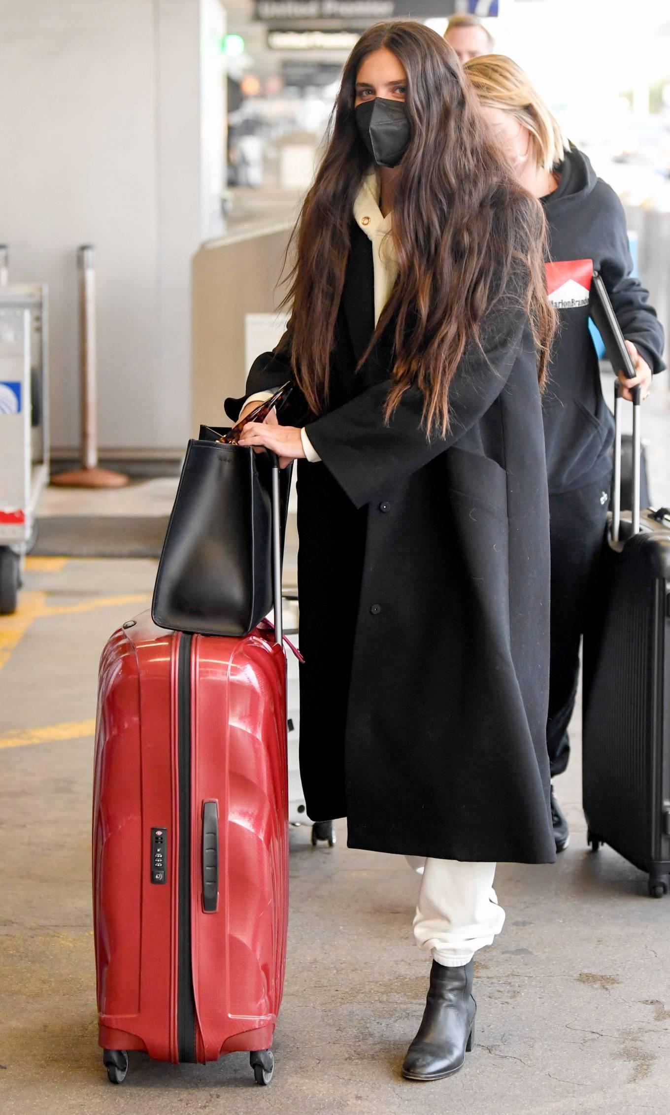Sara Sampaio 2021 : Sara Sampaio – Spotted arriving to LAX Airport in Los Angeles-02