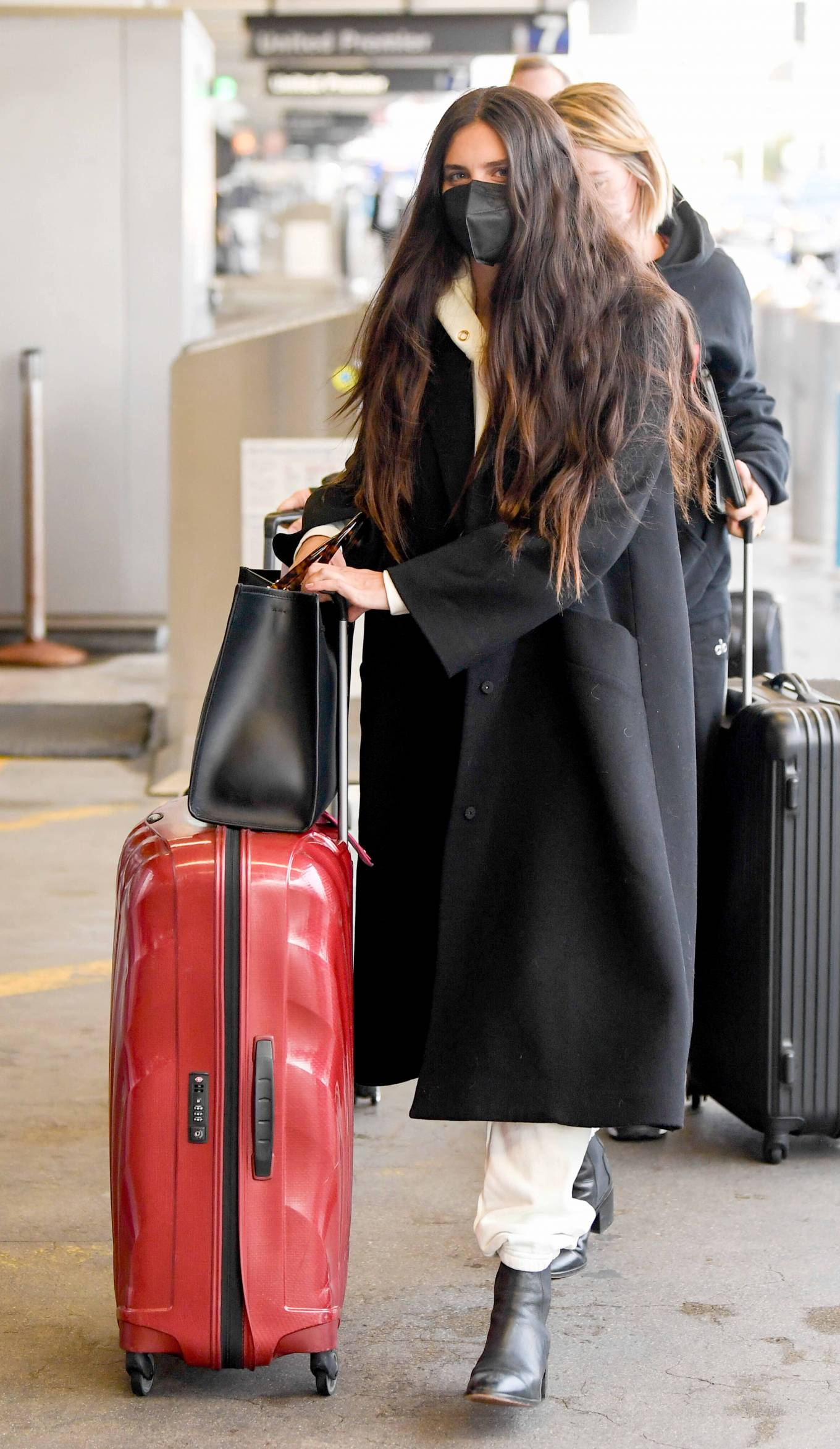 Sara Sampaio 2021 : Sara Sampaio – Spotted arriving to LAX Airport in Los Angeles-05