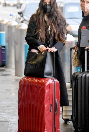 Sara Sampaio - Spotted arriving to LAX Airport in Los Angeles