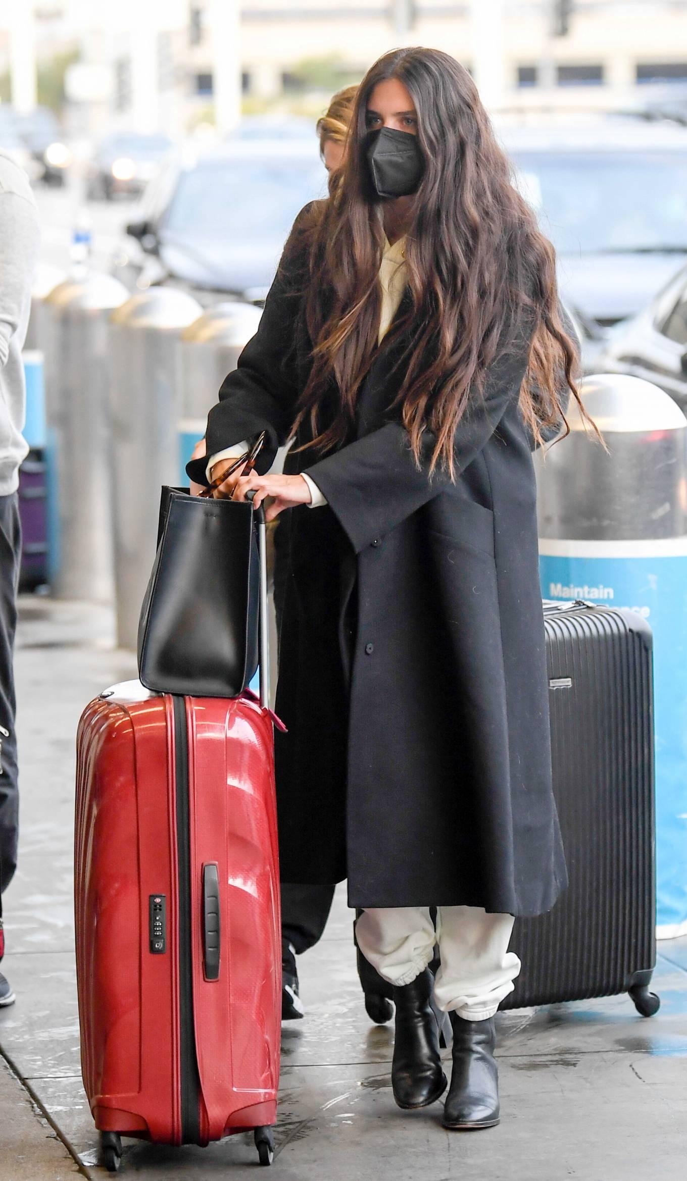 Sara Sampaio 2021 : Sara Sampaio – Spotted arriving to LAX Airport in Los Angeles-11