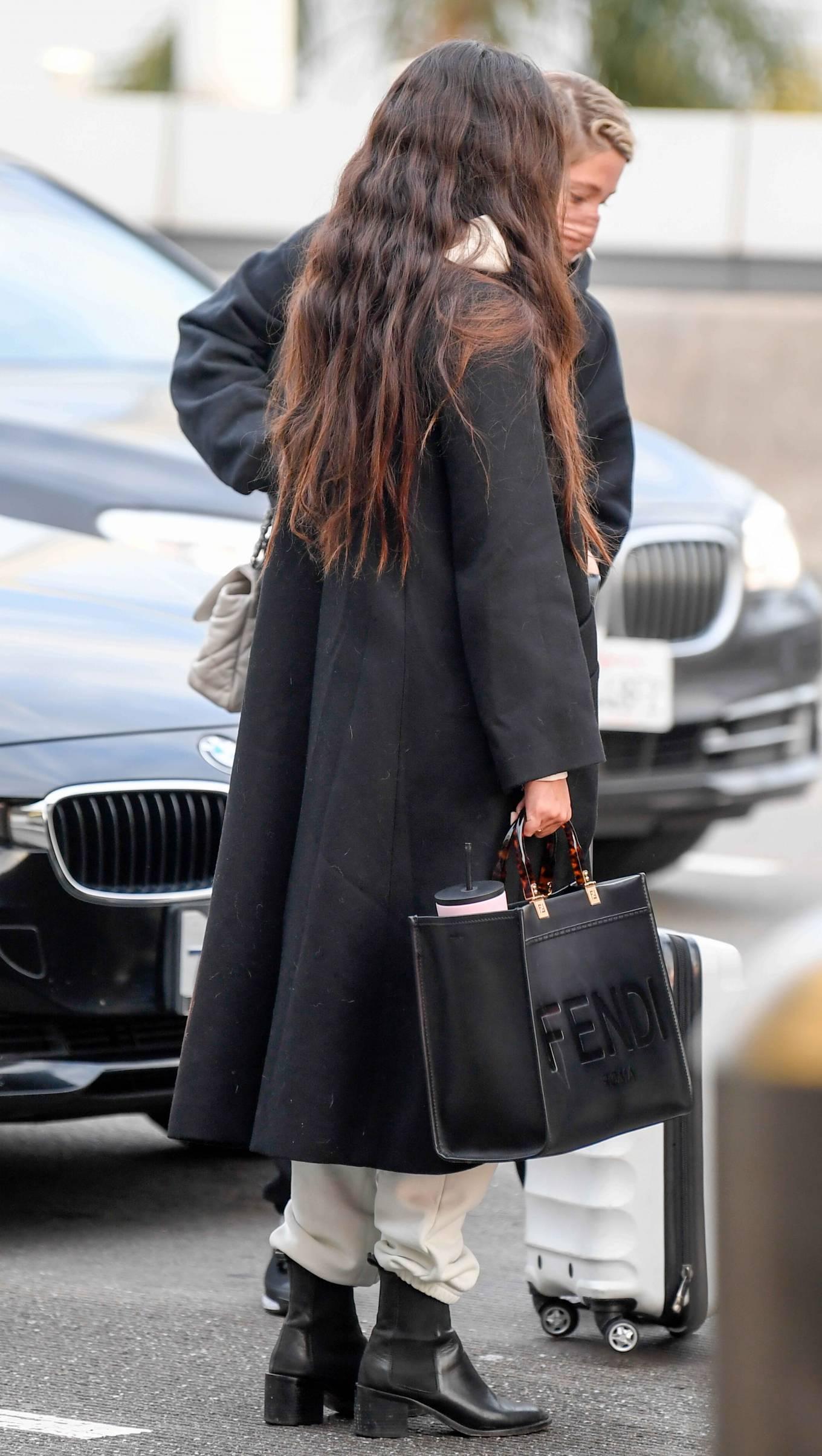 Sara Sampaio 2021 : Sara Sampaio – Spotted arriving to LAX Airport in Los Angeles-12