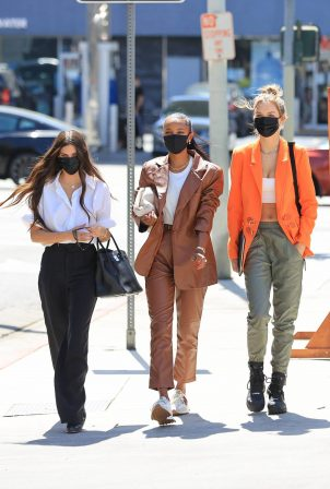 Sara Sampaio - With friends out and about