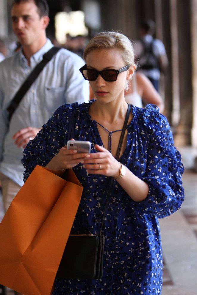 Sarah Gadon - Shopping in Venice