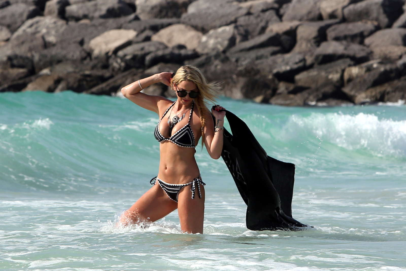 Sarah Harding in Black Bikini in Dubai Pic 10 of 35