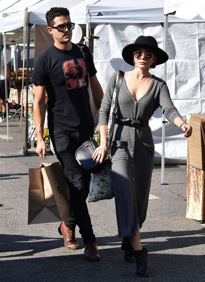 Sarah Hyland and Wells Adams - Shopping at Farmer's Market in Los Angeles