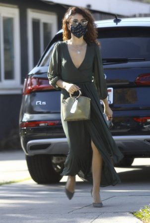 Sarah Hyland - Arrives at a friend's birthday party in Los Angeles