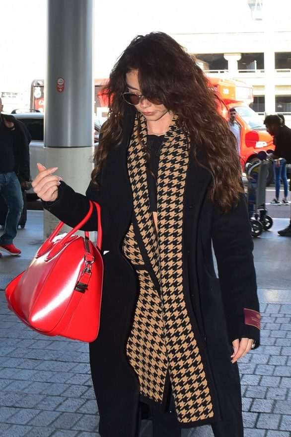 Sarah Hyland 2019 : Sarah Hyland – Arrives at LAX Airport-01