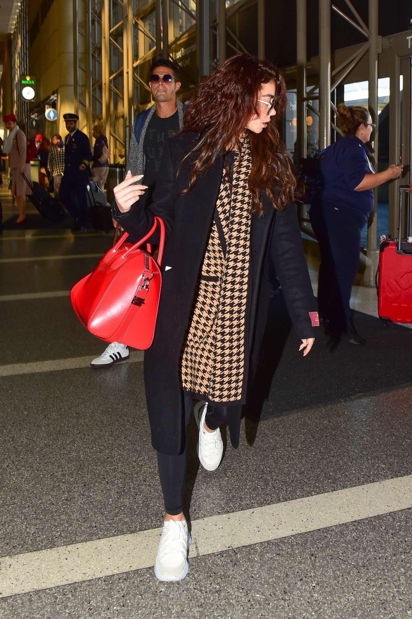 Sarah Hyland 2019 : Sarah Hyland – Arrives at LAX Airport-07