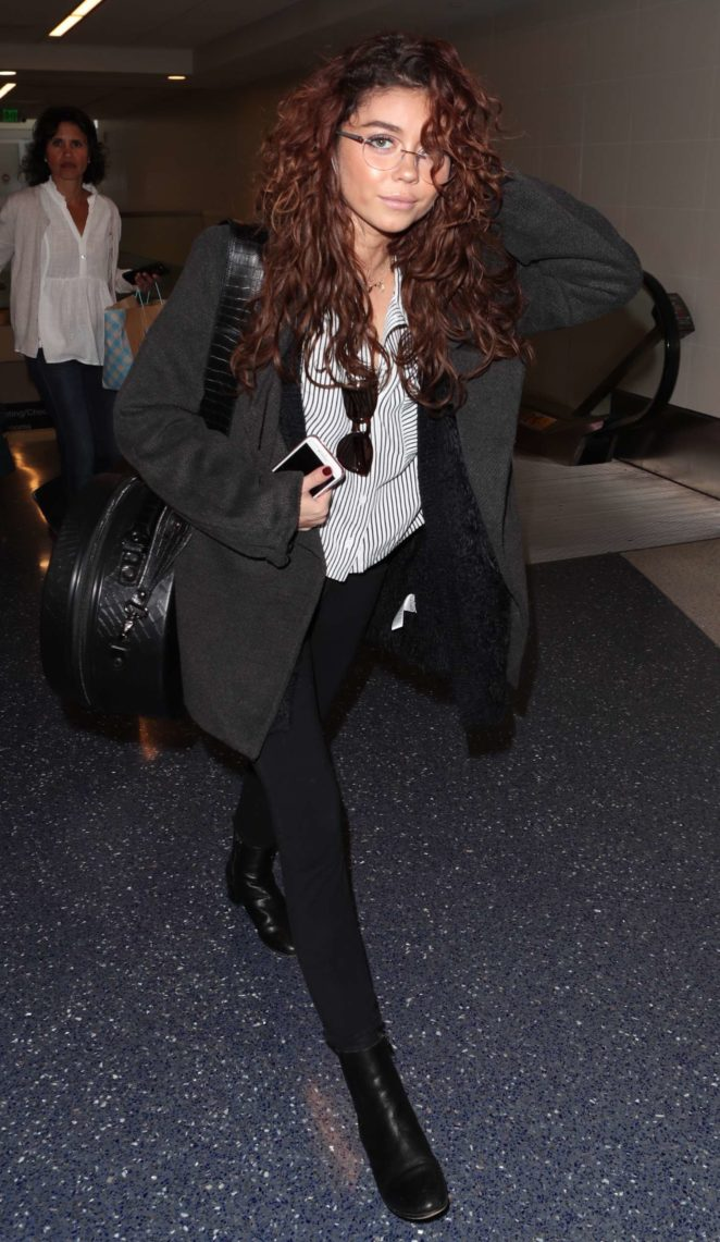Sarah Hyland - Arrives at LAX Airport in Los Angeles