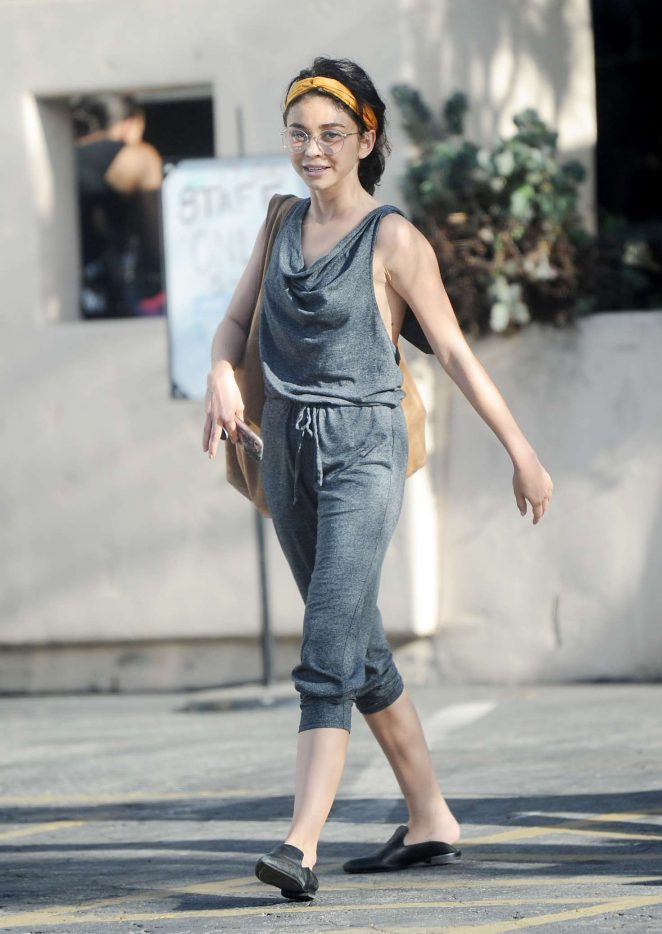 Sarah Hyland - Arrives to dance class in Studio City