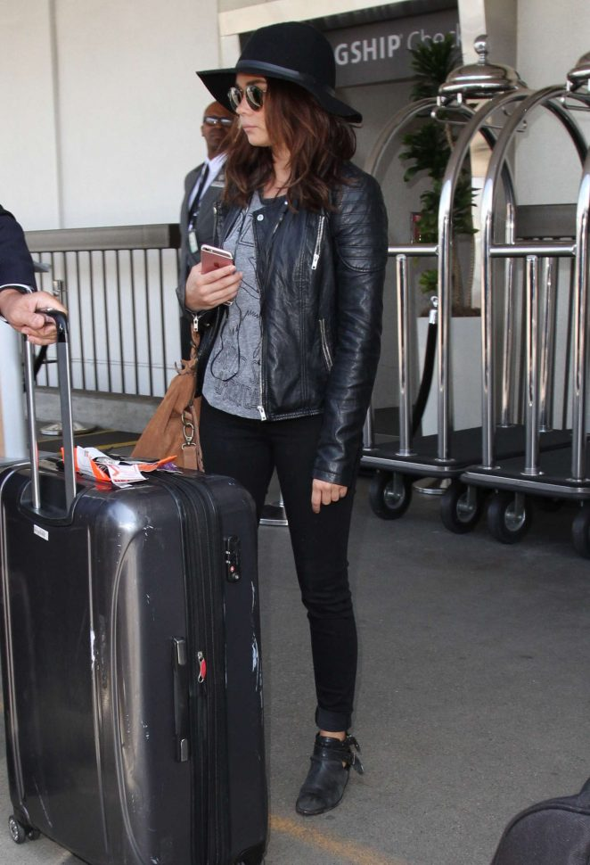 Sarah Hyland at Los Angeles International Airport
