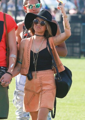 Sarah Hyland - Coachella Music Festival Day 1 in Indio