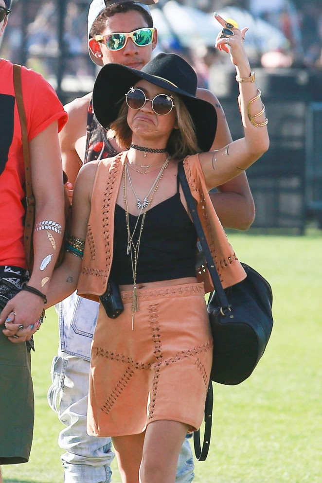 Sarah Hyland – Coachella Music Festival Day 1 in Indio
