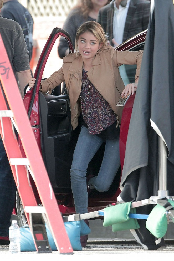 Sarah Hyland in Jeans Filming 'Modern Family' in LA