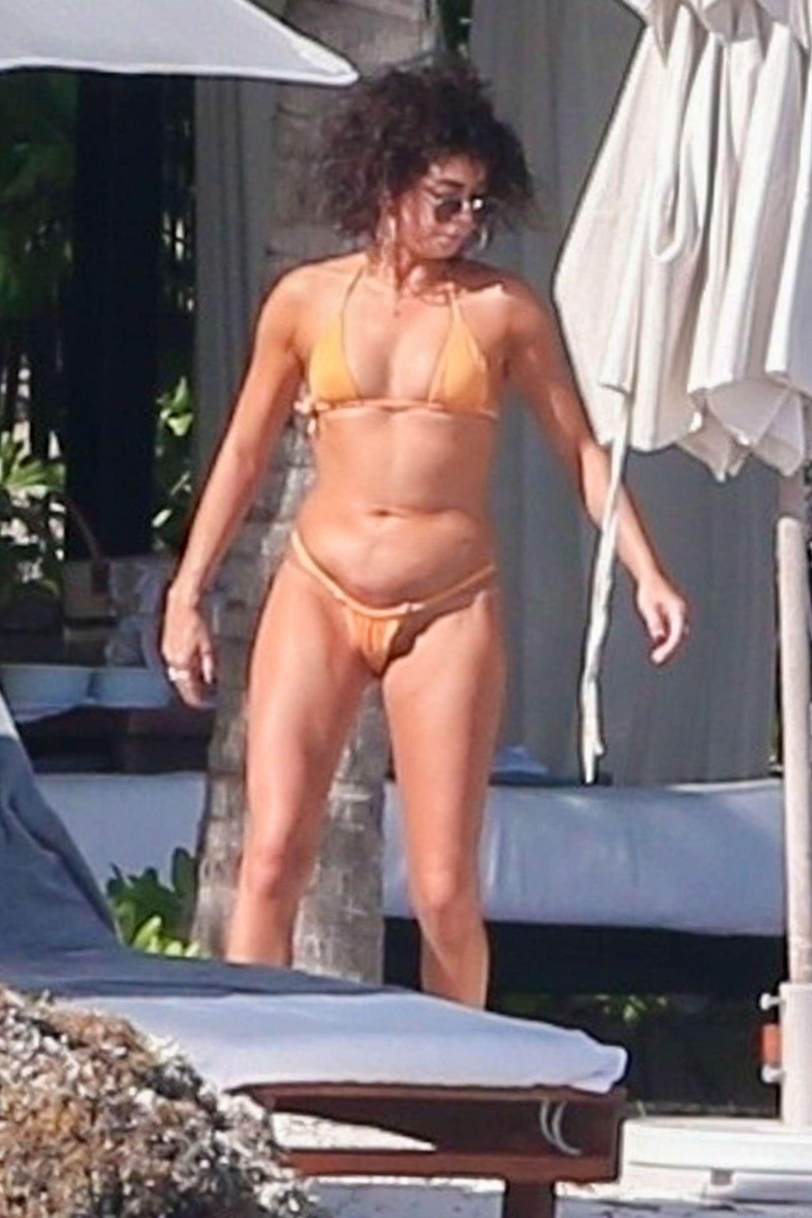 Sarah Hyland in Bikini on the beach in Playa del Carmen