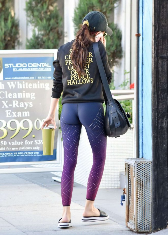Sarah Hyland in Tight Leggings – Out and about in LA
