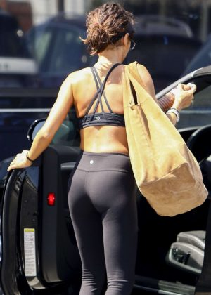 Sarah Hyland in Tights and Sports Bra - Leaving the gym in Los Angeles
