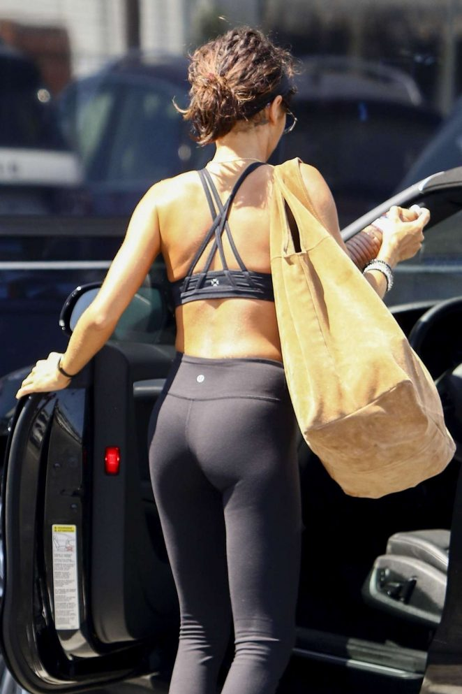 Sarah Hyland in Tights and Sports Bra – Leaving the gym in Los Angeles