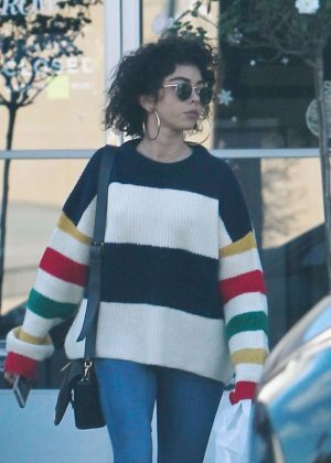 Sarah Hyland - Leaves a sweat therapy center in LA