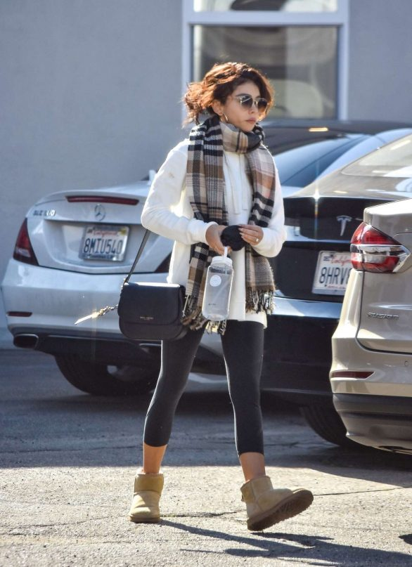 Sarah Hyland 2020 : Sarah Hyland – Leaves pilates session in Studio City-15