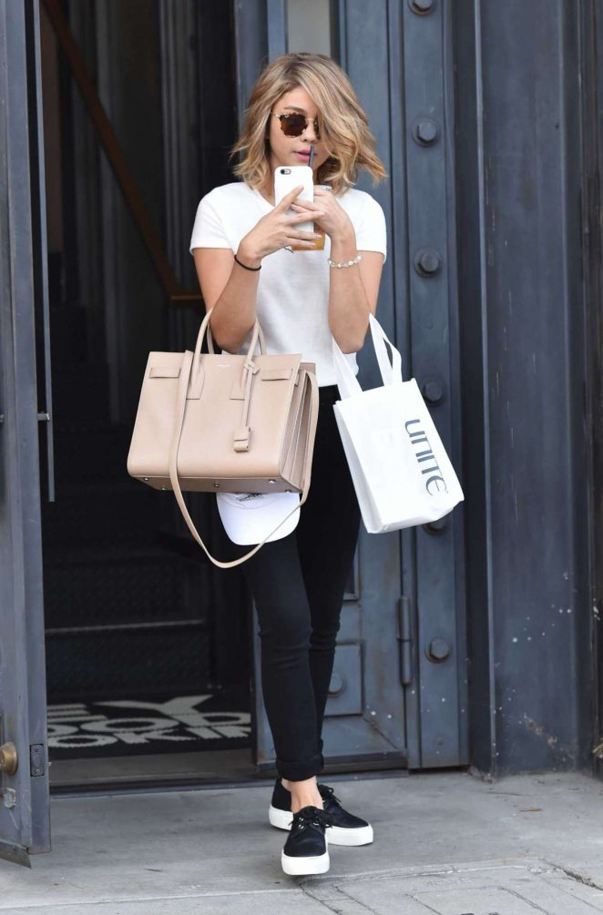 Sarah Hyland – Leaving a Salon in West Hollywood