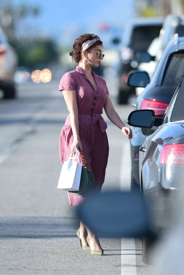 Sarah Hyland - Looks fashionable while heading out with friends in LA