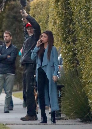 Sarah Hyland - On the on set of 'Modern Family' in West Hollywood