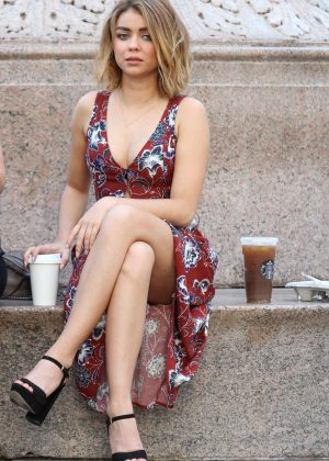 Sarah Hyland - On the Set of 'Modern Family' in Manhattan