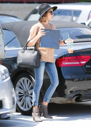 Sarah Hyland in Jeans -06