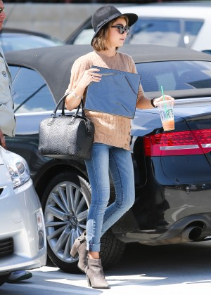 Sarah Hyland in Jeans -09