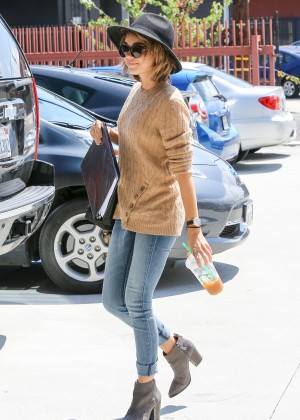 Sarah Hyland in Jeans -10