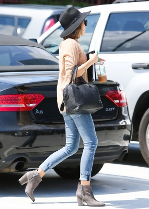 Sarah Hyland in Jeans -16
