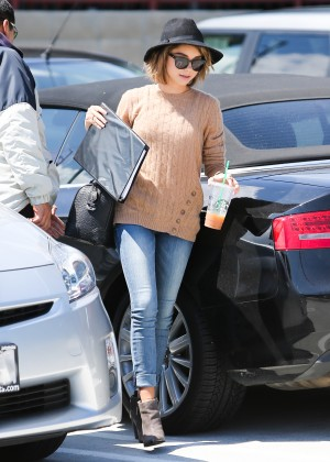 Sarah Hyland in Jeans -21