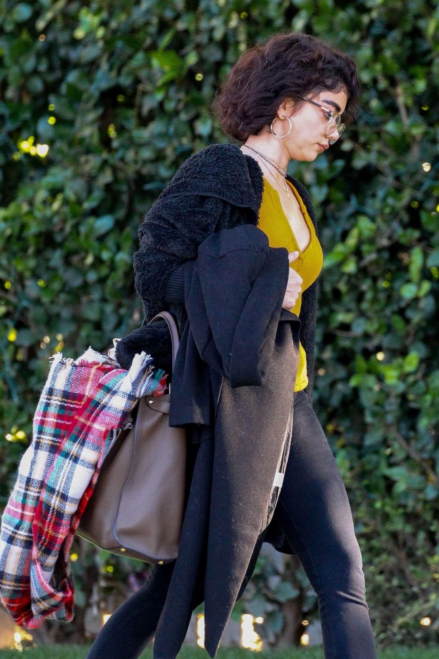 Sarah Hyland 2018 : Sarah Hyland: Out in Studio City -02