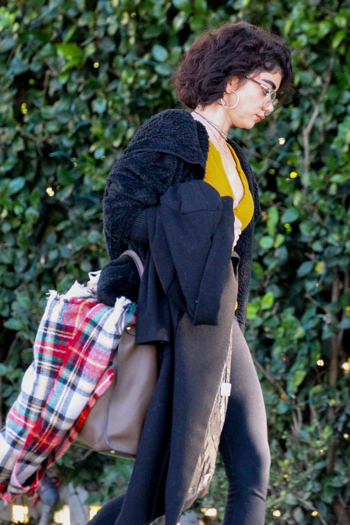 Sarah Hyland 2018 : Sarah Hyland: Out in Studio City -03