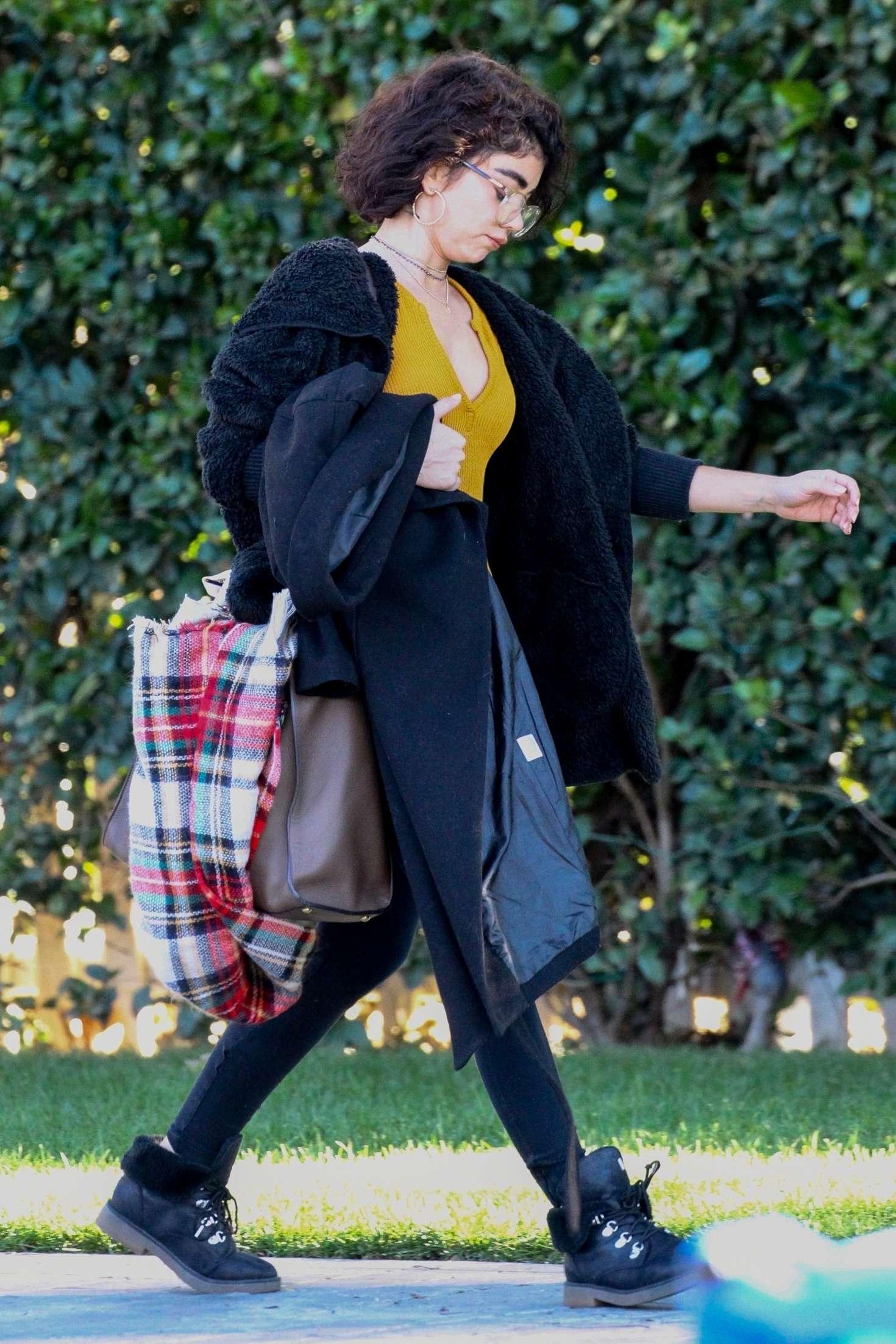 Sarah Hyland 2018 : Sarah Hyland: Out in Studio City -04
