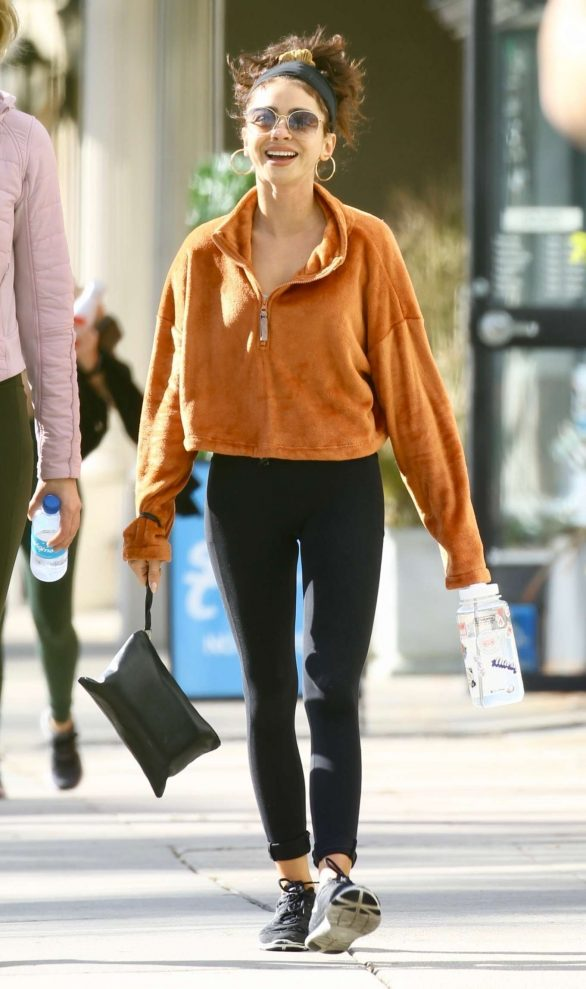 Sarah Hyland - Out with a friend in Studio City