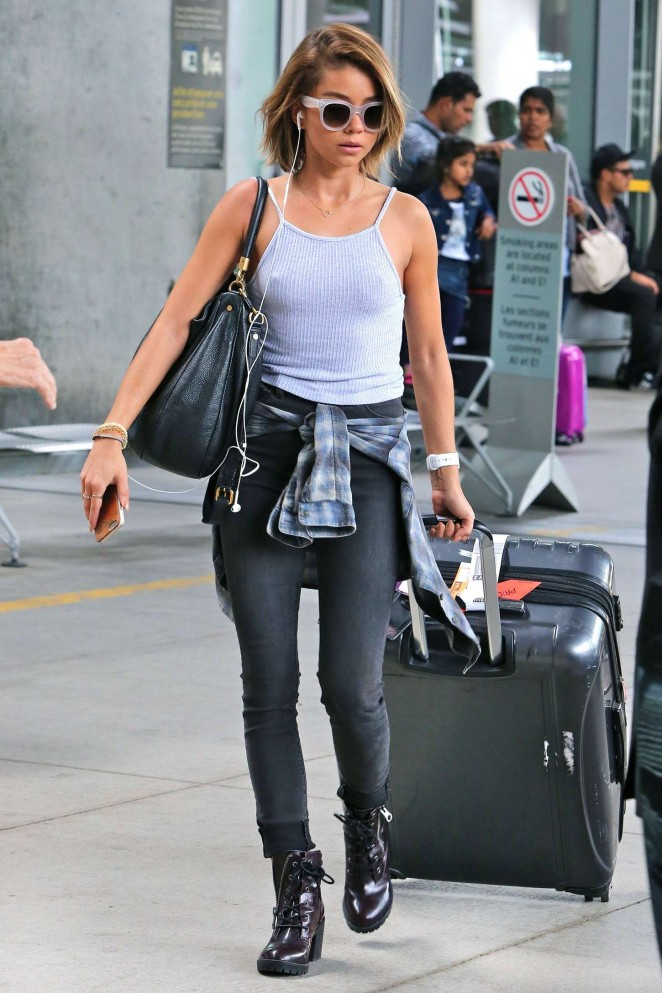 Sarah Hyland - Pearson International Airport in Toronto