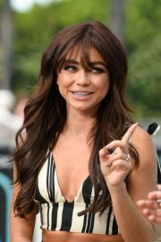 Sarah Hyland - Pictured at 'Extra' in Universal City