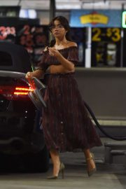 Sarah Hyland - Pumping gas in Los Angeles