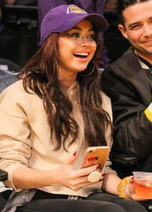 Sarah Hyland - Seen at the Lakers v Bulls game at the Staples Center