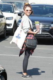 Sarah Hyland - Seen while leaving the gym in Hollywood