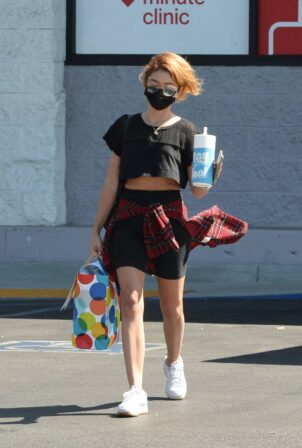 Sarah Hyland - Spotted Leaving a CVS in Los Angeles