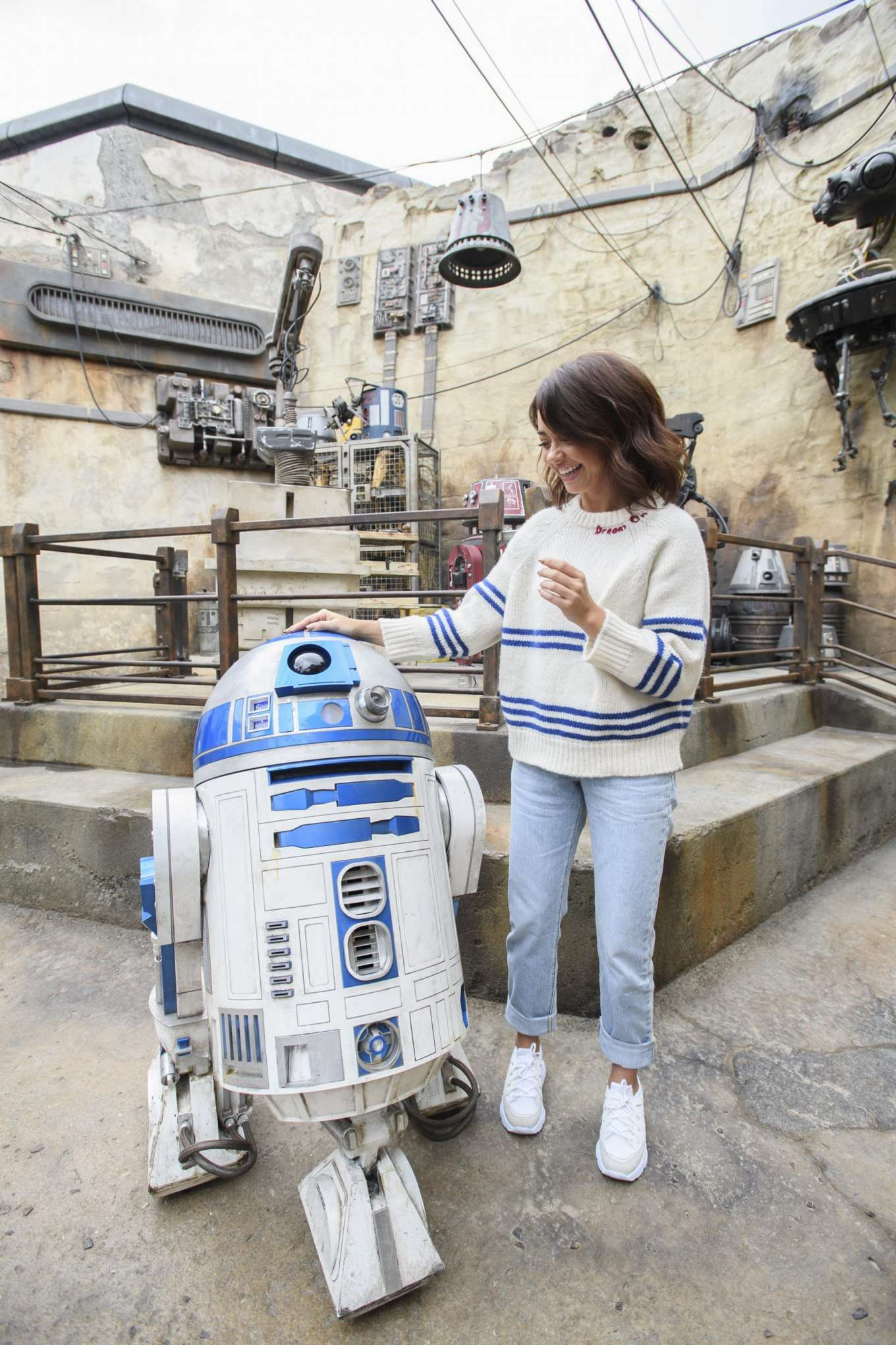 Sarah Hyland 2019 : Sarah Hyland – Star Wars: Galaxys Edge – Adventure-03