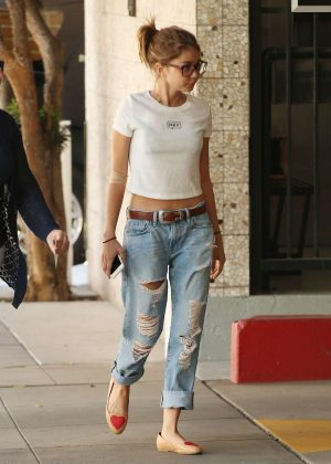 Sarah Hyland visiting a medical building in Beverly Hills