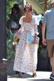 Sarah Hyland - Wears cute floral dress in Los Angeles