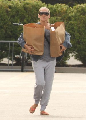 Sarah Jessica Parker - Grocery Shopping in the Hamptons