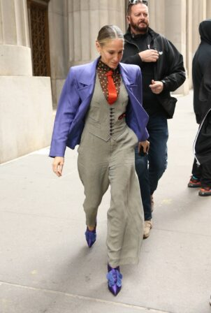 Sarah Jessica Parker - In a purple jacket on the set of 'And Just Like That' in N.Y.