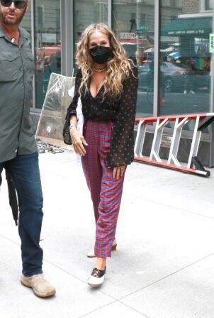 Sarah Jessica Parker - Leaves the set of 'And Just Like That' in New York