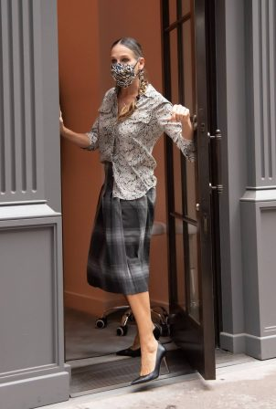 Sarah Jessica Parker - Visits her SJP Collection Shoe Store in New York